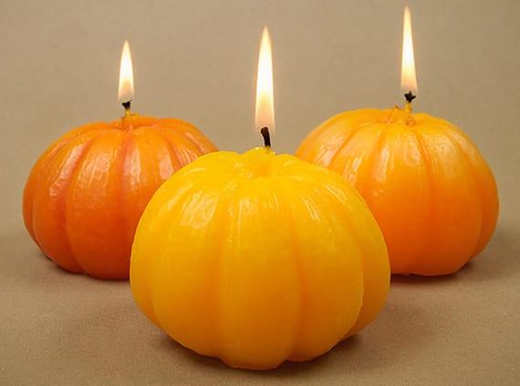 kürbis silikonformen herstellen für diy kürbis-kerzen als originelles DIY Geschenk und kreative Kerzendeko im Herbst