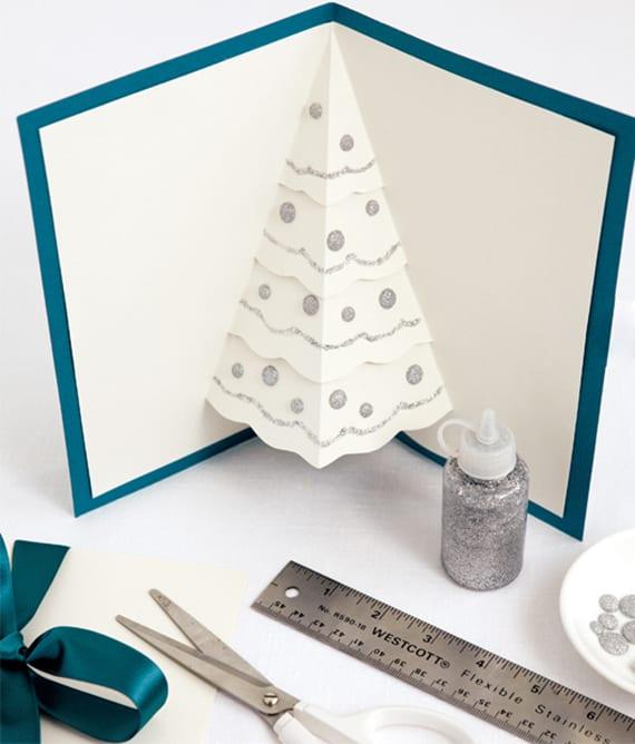 coole bastelidee für diy pop-up weihnachtskarte mit weihnachtsbaum