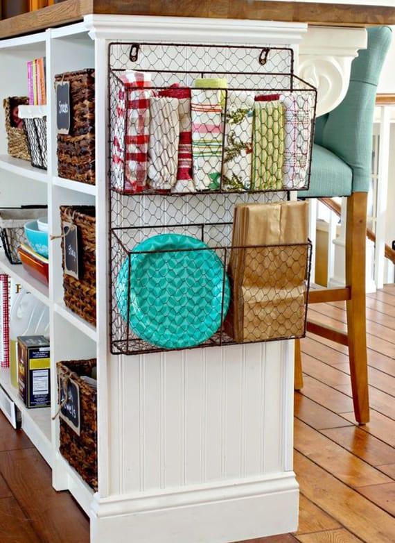 küchentücher und einkaufstüten aufbewahren und in ordnung halten in zeitschriftsammler