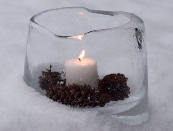 tolle winterdeko mit eislaterne, zapfen und kerzen