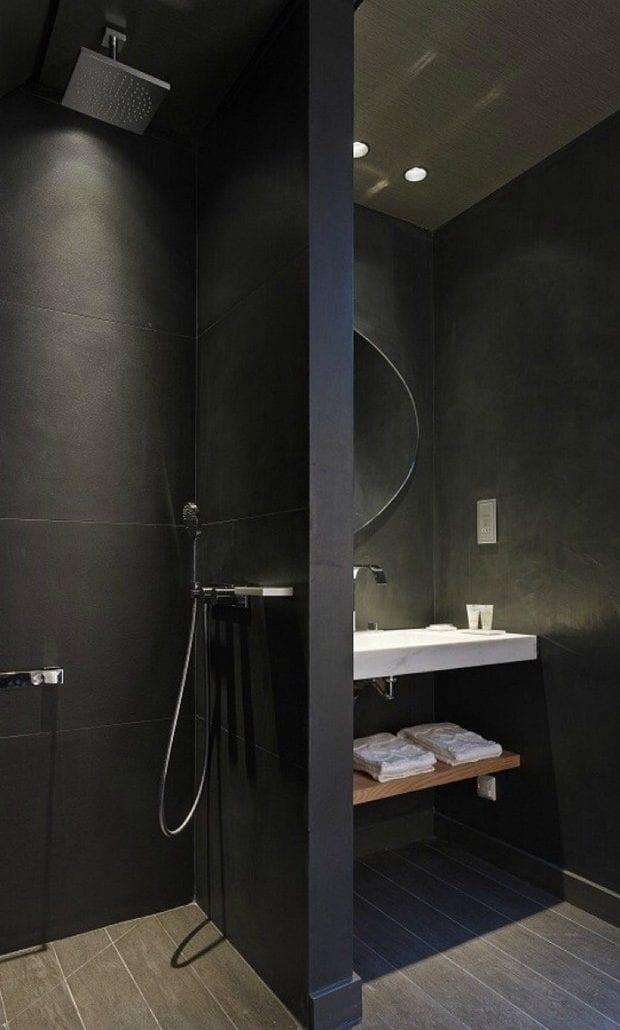 schwarze badgestaltung für kleines bad mit trennwand zwischen waschtisch und dusche