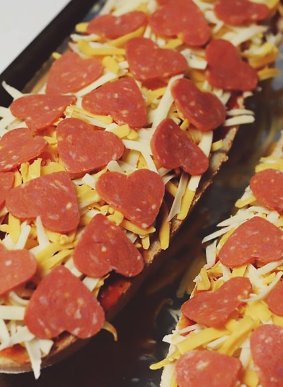 Valentinstag Menü Ideen Für Romantisches Essen_Baguettes Mit Herzsalami