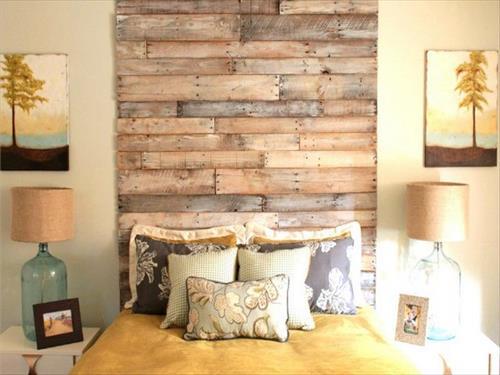 coole dekoideen schlafzimmer mit DIY Tischlampen aus Glasflaschen und DIY Bettkopfteil aus paletten