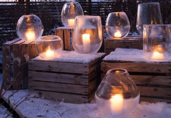 garten gestalten im winter mit selbstgemachten eislaternen und holzkisten