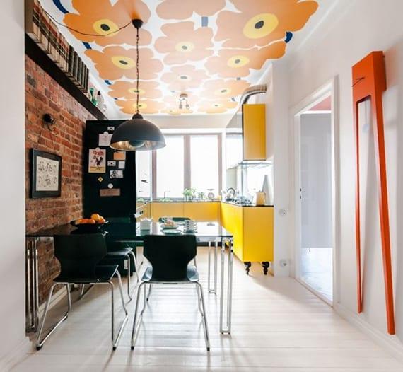 kreative wohnideen für bunte farbgestaltung und moderne kücheneinrichtung mit gelb-schwarzer küche