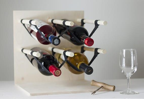 kleines weinregal für sechs flaschen selber bauen aus holzplatte und rundholzstäben