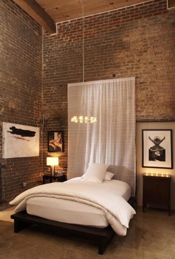 coole schlafzimmer ideen mit ziegelwänden, holzdeke und betonboden_dekoideen für schlafzimmer im industrial style