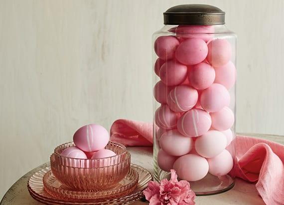ombre eier zum ostern färben und als coole ostertischdeko in glasvase arrangieren