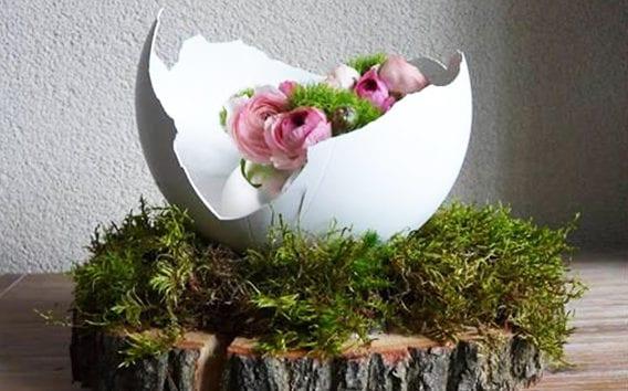 frische Frühlingsdeko mit DIY Eierschale aus Gips, Holzscheibe und Moos