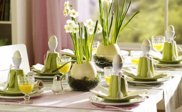 frische ostertischdeko in grün mit diy eierschalen aus gips als vasen