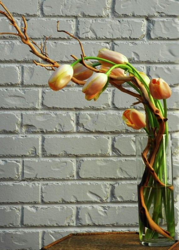 kreative dekoidee mit Tulpen in Vase