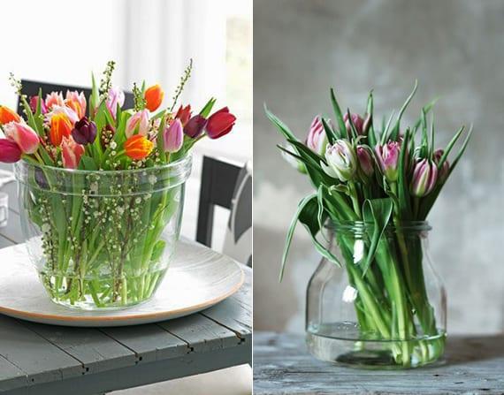 Tisch im frühling bunt dekorieren mit Tulpen in transparenten gefäßen aus glas