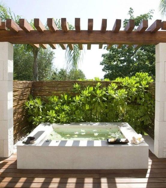 Belebende gartengestaltung mit kleinem tauchbecken zum for Garten terrassengestaltung