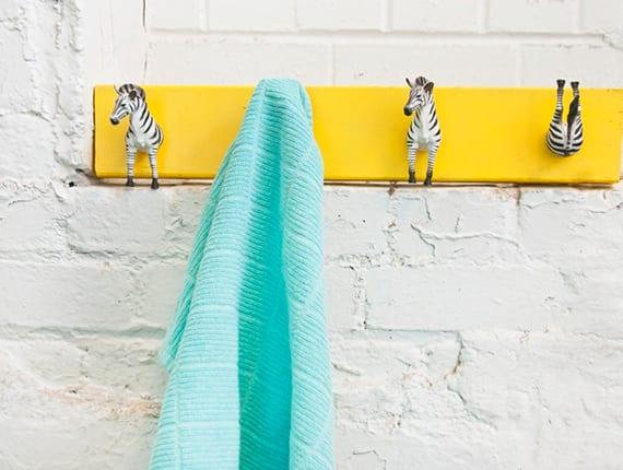 kreative bastelidee für DIY Wandhacken fürs Bad und Kinderzimmer mit Tierspielzeigen