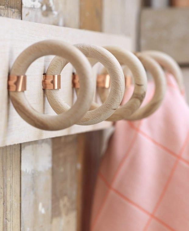 tolle bastelidee für modernes Wandhaken-System mit Holzringen