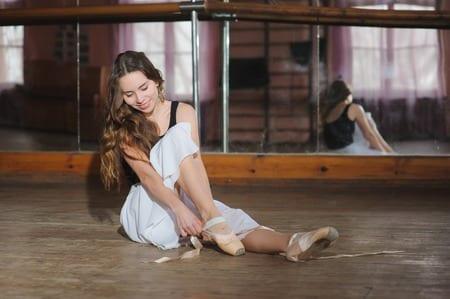 hobbyraum gestalten mit teppich, Lamminat oder Korkbodenbelag für tanzen und fitness