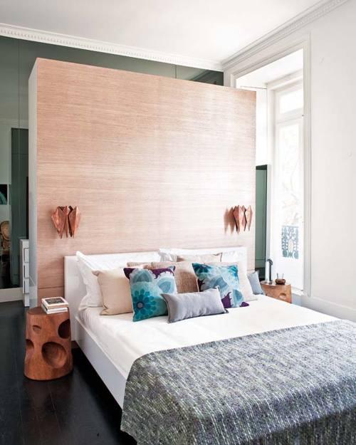kreative einrichtungsidee für kleine schlafzimmer mit DIY begehbarem kleiderschrank und Wandverkleidung mit raumhohen spiegeln