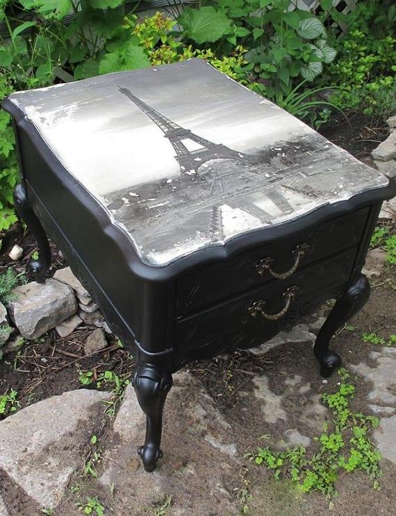 coole bastelidee für diy möbel mit fotoübertragung_antiker nachtisch schwarz mit schwarzweißem fotodruck