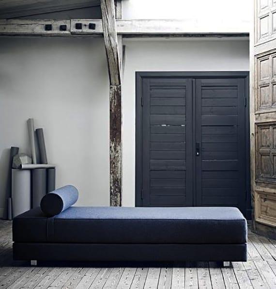 moderne wohnzimmer einrichtung mit designer tagesbett blau mit kaltschaummatratze