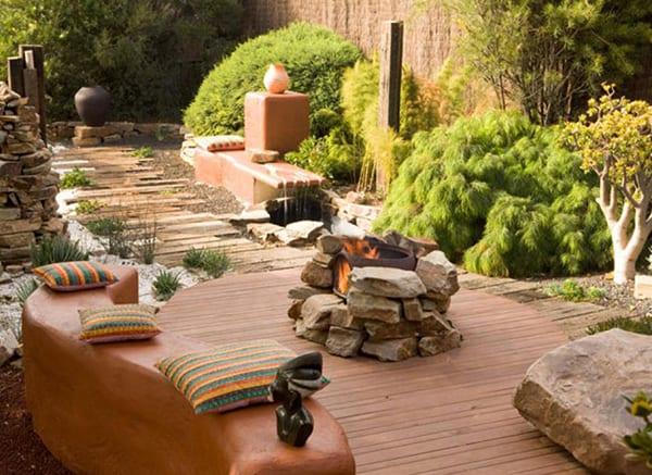 Mehr-Romantik-im-Garten-schaffen-mit-einem-DIY-Außenkamin-oder-offener-Feuerstelle