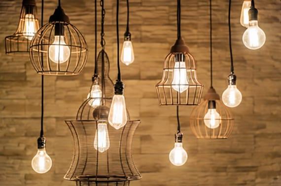 coole Idee für Lichtgestaltung mit vintage-lampen aus metall