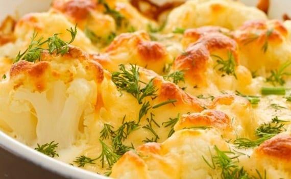 einfache rezeptideen für leckere Blumenkohl Gerichte_Blumenkohl überbacken mit Eiern und Käsen