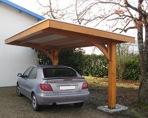 idee für überdachte autostellfläche_diy carport aus holz mit auskragendem dach