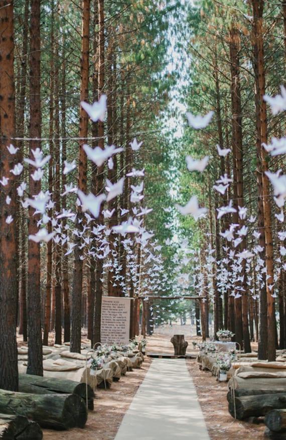 einfache hochzeitsdeko mit Origami für eine romantische Waldhochzeit