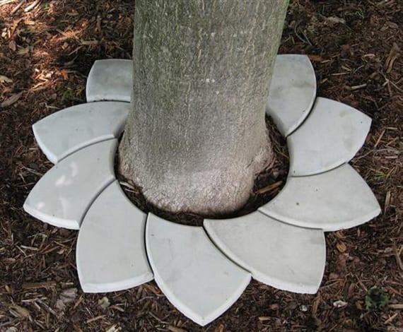 garten dekorieren mit dekorativer Baumumrandung aus betonteilen