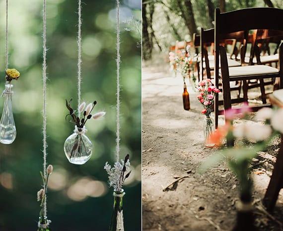 natürliche Blumendeko Hochzeit mit kleinen Glasvasen und Glasflaschen