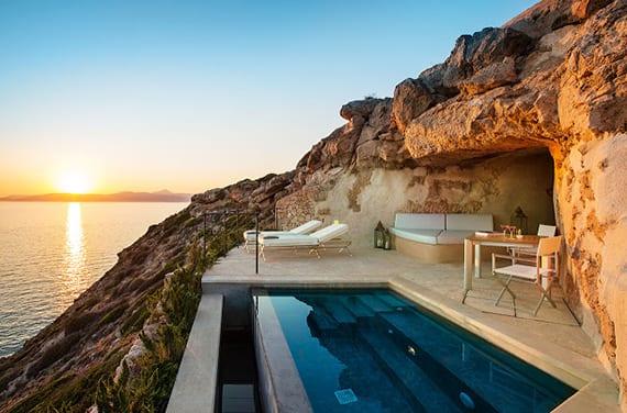 urlaub am Mittelmeer im Luxushotel mit Sonnenterrasse und privatem Pool im Felsen