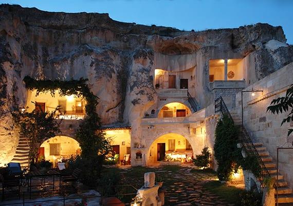 reise nach türkei_besondere unterkunft in einem höhle-hotel