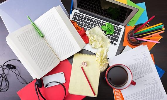 home office in ornung halten durch verschiedenen Ordnungssystemen fürs Büro