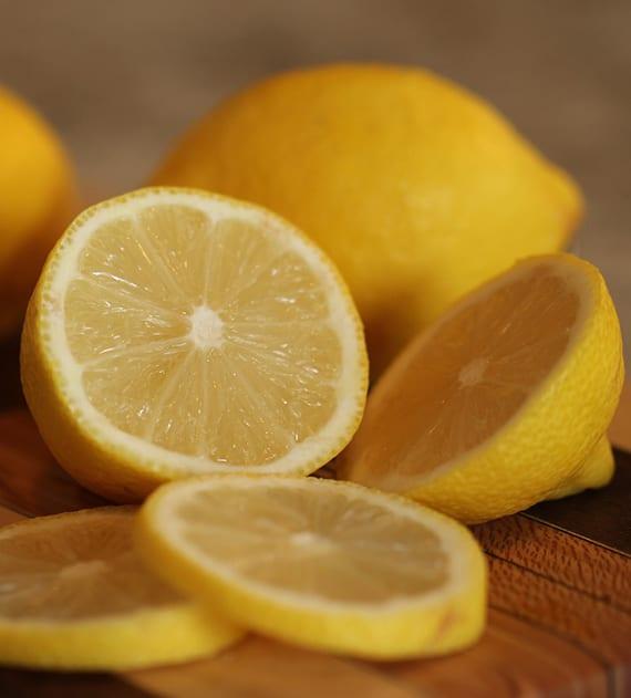 hausgemachter Fettlöser mit frischgeprester Zitrone