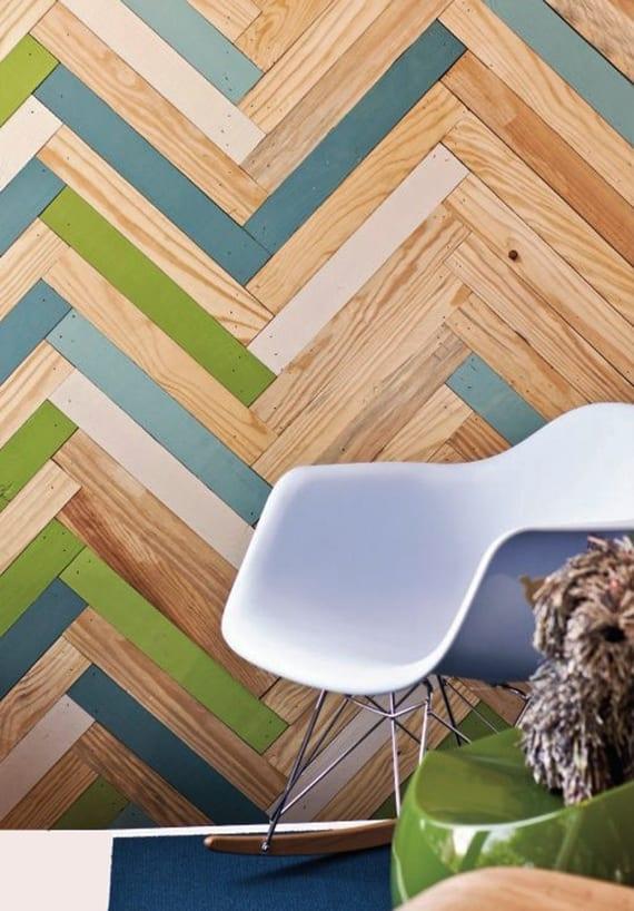coole wohnideen für bunte und kreative raumgestaltung durch wandverkleidung mit gefärbtem parkett