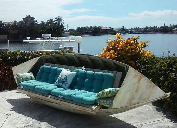 coole gartendeko idee mit heller akzentfarbe aquablau und selbstgebauter Holzbank