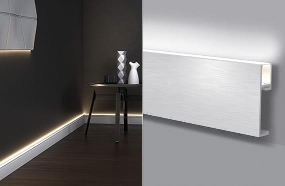 attraktive Wohnidee mit Licht-Sockelleiste weiß und wandfarbe schwarz für moderne Raumgestaltung Wohnzimmer