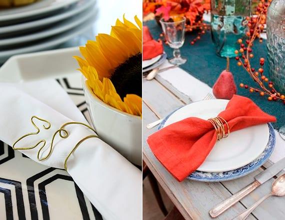 herbstliche tischdeko in weiß und schwarz mit sonnenblumen und im rot und blau mit roten servietten, beerenzweigen und herbstblättern