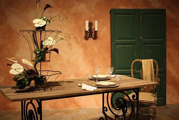 vintage-esstisch aus metall und masiivholz für wohnesszimmer mit rustikalem einrichtungsstil