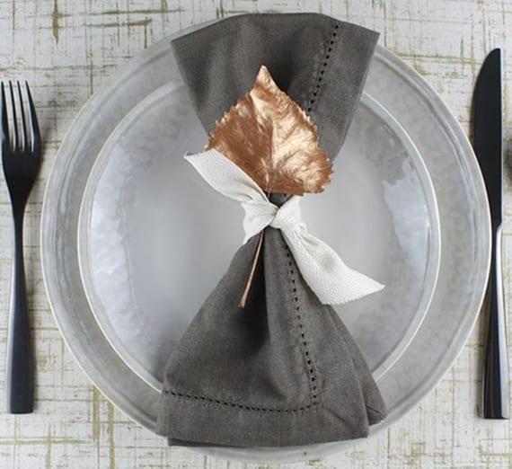 Besteck In Serviette Einrollen tisch eindecken und servietten falten für besondere anlässe im