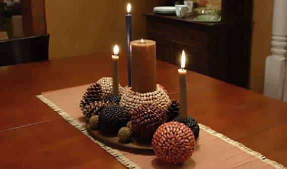 coole bastelidee mit bohnen für originelle Dekoration mit dekorativen Bällen und Kerzen