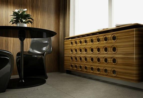 moderne Küche gestalten mit holzwandverkleidung, rundem esstisch mit stühlen schwarz und moderner heizkörperverkleidung holz mit löchern und gerunderten seiten
