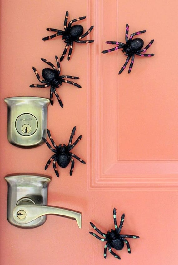 bastelideen halloween mit spinnen und magneten für coole Türdeko