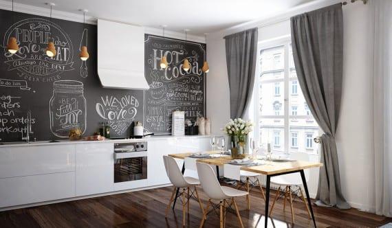 schicke küche weiß im wohnzimmer mit dunklem holzboden poliert, grauen gardinen,weiße küchenschränken, schwarztaffelwand als coole wandgestaltung küche mit holzpendellampen und modernem dunstabzugshaube weiß, holzesstisch mit schwarzen beinen und weißen esszimmerstühlen