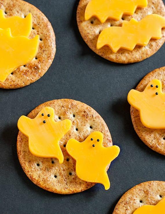 Käse-Kräcker als halloween party snack schnell zubereiten