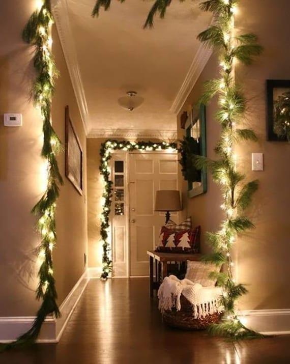 flur weihnachtlich dekorieren mit diy girlanden aus nadelbaumzweigen und lichterketten