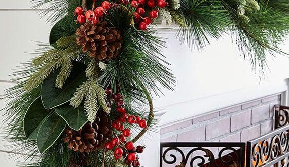 Kamin weihnachtlich und nat rlich dekorieren mit girlande for Jugendzimmer weihnachtlich dekorieren