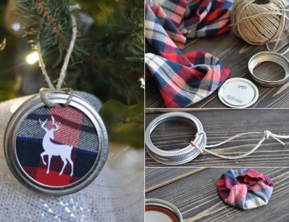 diy weihnachtsanhänger aus Einmachglas Deckeln, Plaid-Textil und Hirschmotiv