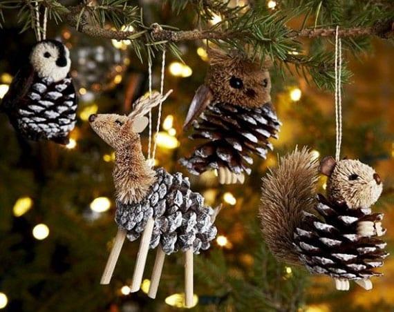 weihnachtsbaum schmücken mit diy tierfiguren aus zapfen